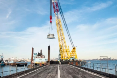 ny_wheel_peds_being_removed_from_barge_0402-0